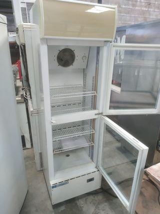 Hostelería. Vitrina frigorífica Vertical.