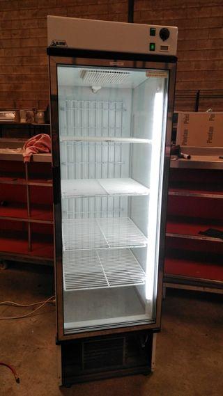 Hostelería. Vitrina frigorífica Vertical