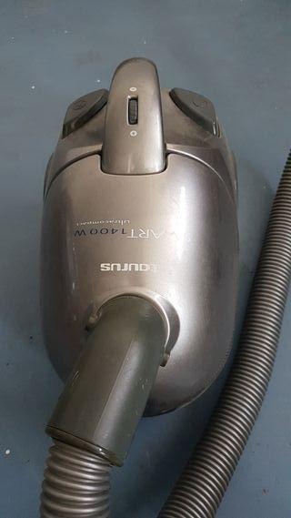 Aspirador Taurus compacto