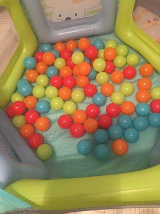 Parque-piscina de bolas plegable.