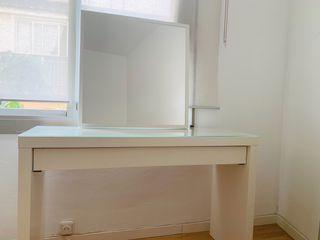 Tocador o escritorio con espejo