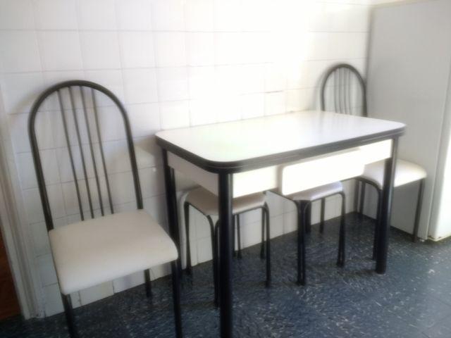Mesa y sillas cocina de segunda mano por 90 € en Tolosa en ...