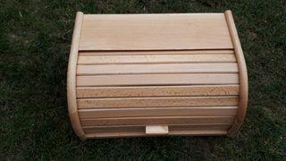 Panera de madera de haya muy poco usada.