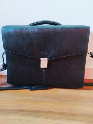 f23ea855887c Maletín vintage portátil de segunda mano en la provincia de ...