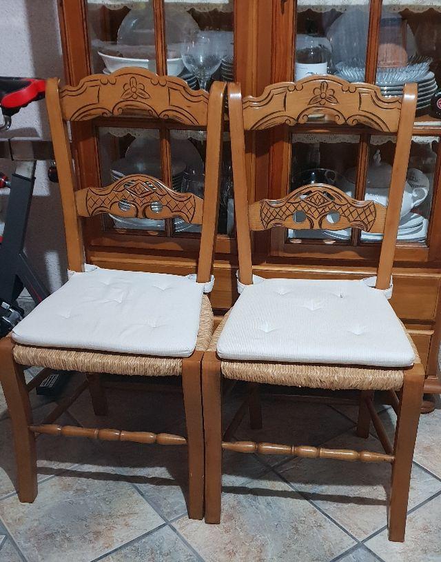 Mesa y seis sillas de comedor rústicas. de segunda mano por ...