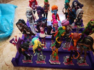 19 muñecas monster high