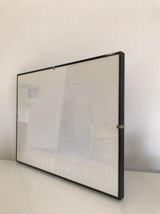Marco Fotos negro de madera con cristal, 41x31cm.