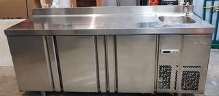 Mesa fría Infrico con fregadero