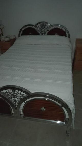 cama Níquel y colchón de Latex
