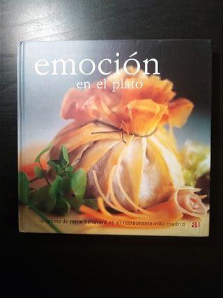 """Libro de cocina """"Emoción en el plato""""."""