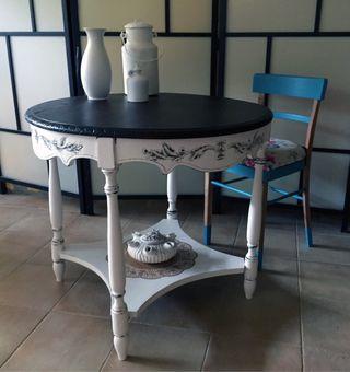 Mesa de madera restaurada. A estrenar