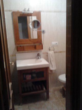 Muebles de baño (lavabo, espejo y estantería)