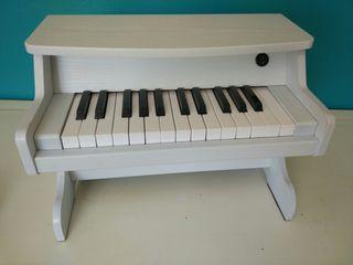 Piano de madera de juguete