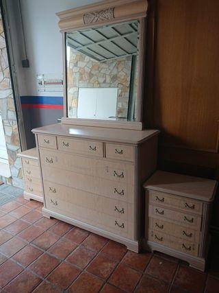 Mueble tocador con espejo y mesitas a juego
