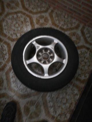 rueda 175/70 R 13'' y llanta aleación