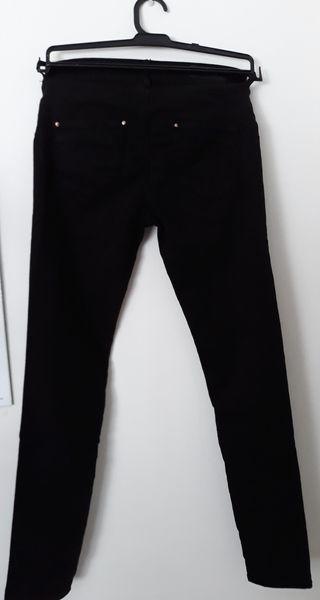 Pantalón vaquero skinny negro. Stradivarius. T38 de segunda