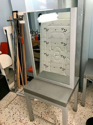 Mesa con doble espejo para peluqueria