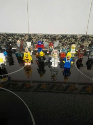 lego cubo con muchos muñecos escucho ofertas