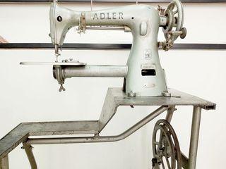 Maquina de Coser Adler