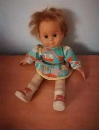 vendo, muñeca de trapo y goma es muy antigua
