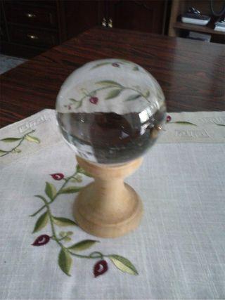 Bola y/o esfera de cristal de 8 cm.con peana