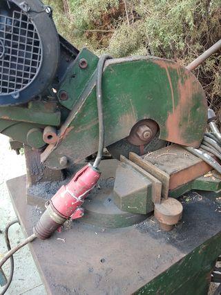 maquina de corte Antigua