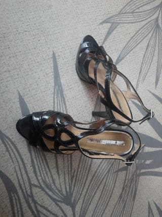 Zapatos de tacón a estrenar