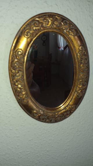 espejo ovalado dorado en pan de oro