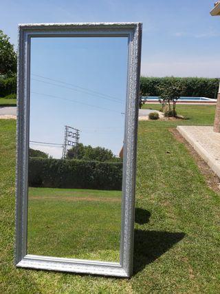 Gran espejo marco labrado plateado
