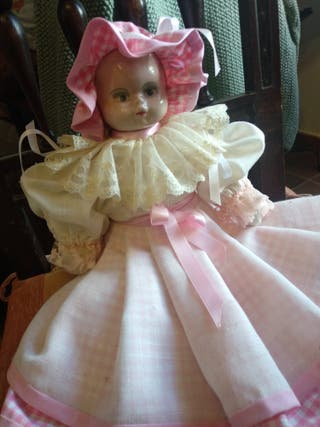 muñeca antigua de trapo con cabeza de cartón