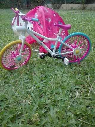 bicicleta y tienda para muñecas Nancy