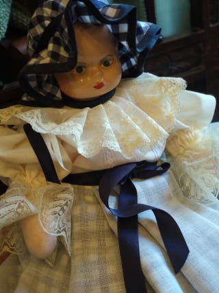 muñeca antigua vestida artesanal