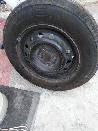 dos neumáticos en perfecto estado