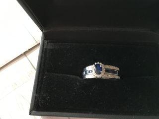 Anillos de oro blanco con diamantes y zafiro azul