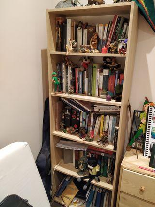 Estantería de madera de Ikea. En muy buen estado.