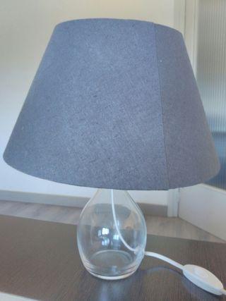 Lámpara de mesa gris