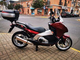 MOTO HONDA INTEGRA 700cc