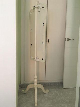 Espejo de estilo rococó de pie blanco crema