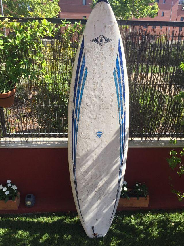 Tabla de surf bic , 1,98 cm x 53 cm x 6 cm .