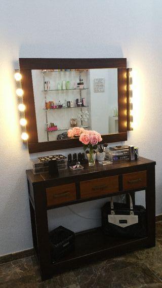 Tocador con espejo y luces de camerino