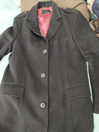 8b39292e8 Abrigo Zara negro de segunda mano en Madrid en WALLAPOP