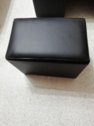 Mesa de regalo con los puff