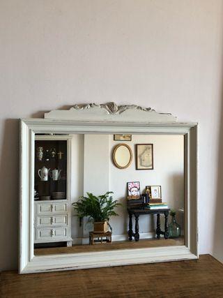Espejo blanco restaurado 62 x 68
