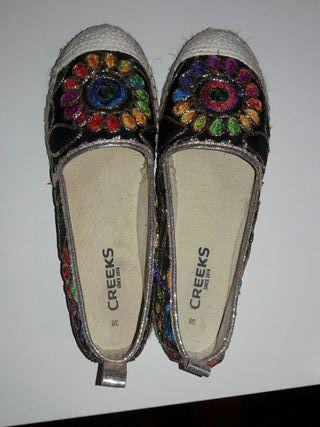zapato colorido verano hippie