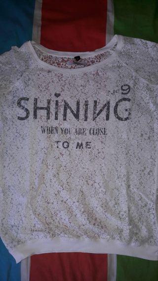 Camiseta blanca manga larga con encaje de Bershka