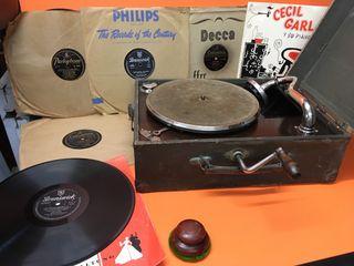 Antiguo maletín Gramola o gramófono