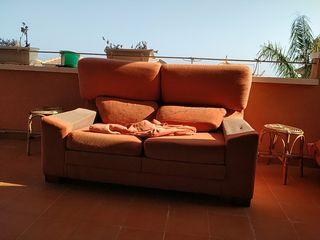 Se regala sofa antiguo. Necesita tapiceria
