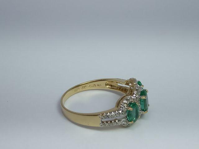Anillo de Oro amarillo, Diamantes y Esmeralda