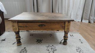 Mesa de centro o auxiliar de madera antigua