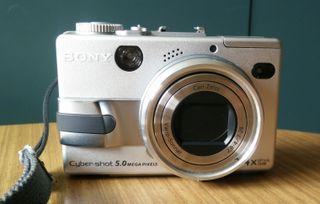Cámara fotográfica SONY DSC-V1